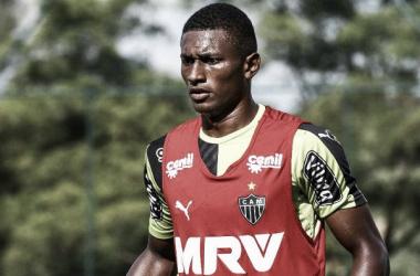 Sem espaço no Atlético-MG, zagueiro Jesiel é emprestado ao Paraná Clube