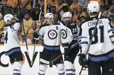 Los Jets celebran un gol anoche ante Nashville | Foto: NHL.com