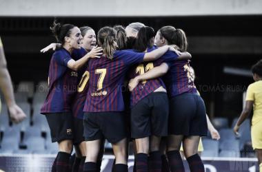 El FCB femenino celebrando un gol | Foto: Tomás Rubia - VAVEL