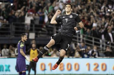 Raúl Jiménez después de anotar el primer gol del partido. (Photo: miseleccionmx)