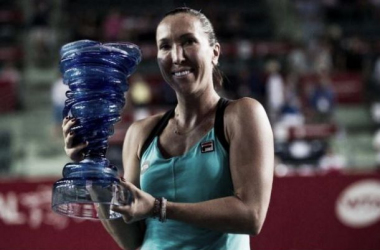 Jankovic holds her 15th career title (pic from AS)