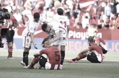 Munir y Ben Yedder consolando a Yeray Álvarez | Foto: Sevilla FC