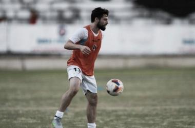 Assim como o volante, meia trabalhou com bola e viajou com o grupo para duelo diante do Cancão (Foto: Antônio Melcop/Santa Cruz)
