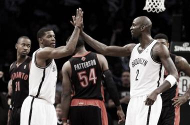 Joe Johnson y Deron Williams dominan a los Raptors en Brooklyn