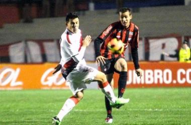 Em jogo eletrizante, Vitória bate o Atlético-PR e volta a sonhar com o G-4