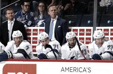Jon Cooper durante un partido | NHL.com