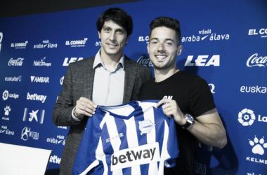 Jony y Sergio Fernández en la presentación del asturiano. / Foto: Deportivo Alavés