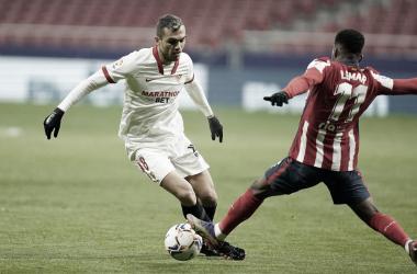 Jordán con la pelota ante Lemar / @SevillaFC (Twitter)