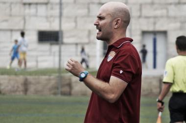 Jordi Ferrón durante un entrenamiento como técnico   Fotografía: futfem.cat