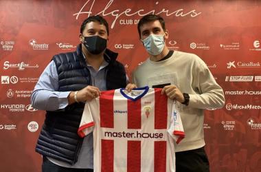 Daniel Alejo y Jordi Figueras en la presentación del jugador / Twitter: @jfigueras21