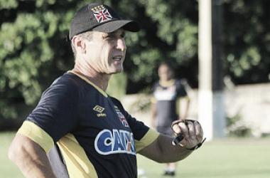 """Jorginho elogia boa atuação do Vasco contra o Sampaio: """"Isso me deixou mais feliz"""""""