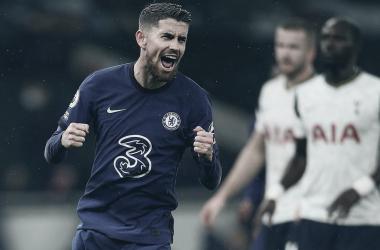 """Jorginho comemora, mas mantém pés no chão após Chelsea vencer clássico: """"Não ganhamos nada"""""""