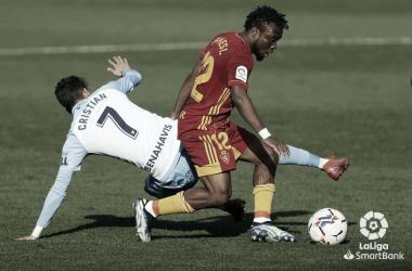 Cristian frente a Igbikeme. / Foto: La Liga.
