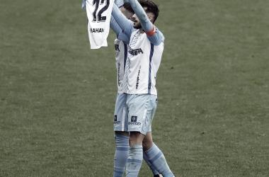 Luis Muñoz celebrando su primer tanto en el choque mostrando ánimos a su compañero lesionado. / Foto: LaLiga.