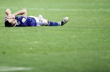 Joselu tendido sobre el verde del Carlos Tartiere tras lesionarse | Imagen: Real Oviedo