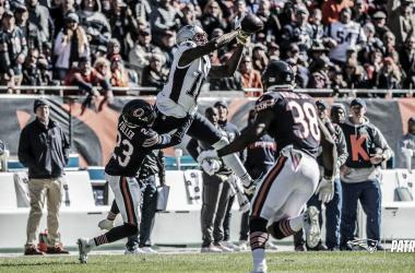 Josh Gordon atrapando un balón. | Foto: New England Patriots