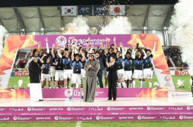 Los japoneses celebrando el título de campeones. (Foto: AFC)