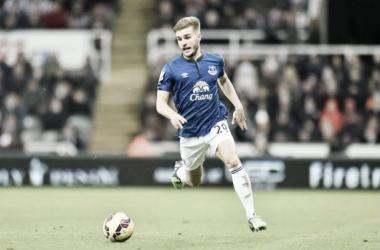 Everton left-back Garbutt departs on loan