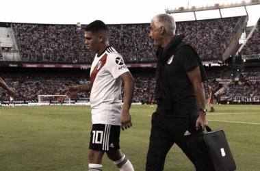 El colombiano pidió el cambio ante el Rojo en el segundo tiempo. FOTO: WEB.