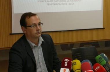 El presidente del CB Valladolid, Juan Vela, durante una comparecencia de prensa. (Imagen: Alberto Blanco Paredes).