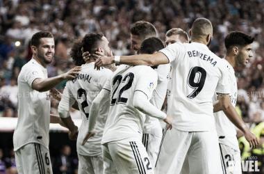 Los futbolistas del Real Madrid se abrazan I Foto: Daniel Nieto (VAVEL)