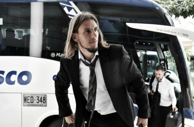 Sebastián Beccacece arriba al hotel junto a la delegación de Defensa y Justicia. Foto: El Heraldo.