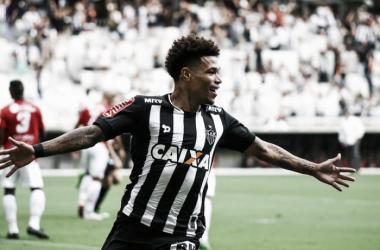 Depois de desfalcar o Galo na Libertadores, Júnior Urso segue fora da equipe alvinegra (Foto: Bruno Cantini/Atlético-MG)