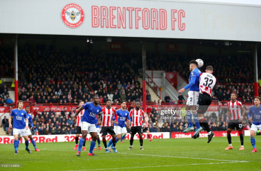 Leicester City take on Brentford at Griffin Park during the 2019/20 season | Photo: Getty/ Nigel French - PA Images
