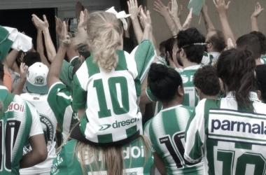 Torcida fez aglomeração para apoiar o time antes da viagem a Campinas (Divulgação/ECJ)