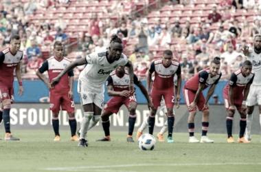 Momento en el que Kamara hace el 2-2 de penalti. / Foto: MLS