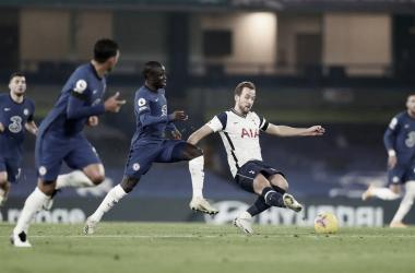 La cima de la Premier sigue en disputa tras el empate de Chelsea y Tottenham