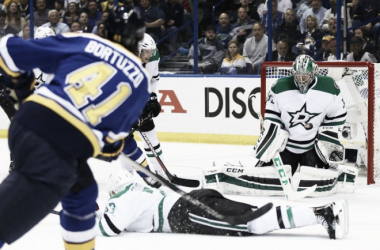 Kari Lehtonen #32 of the Dallas Stars makes a save against the St. Louis Blues in Game Six of the Western Conference Second Round during the 2016 NHL Stanley Cup Playoffs at the Scottrade Center on May 9, 2016 in St. Louis, Missouri.(May 8, 2016 - So