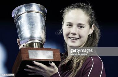Daria Kasatkina proudly poses alongside her Kremlin Cup title | Photo: Getty Images / TASS Mikhail Japaridze