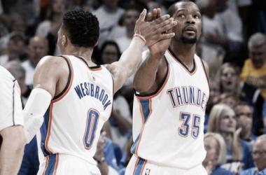 Ellos dos, KD y Westbrook, los dueños de una noche fantástica. / Foto: NBA.