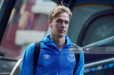 Everton academy graduate Dowell heads to Norwich City to further his career