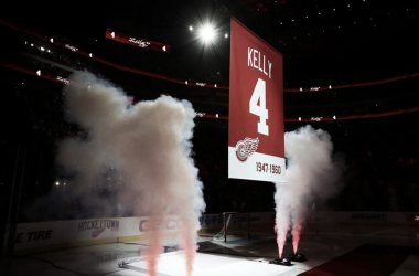 Los Red Wings retiran el dorsal número 4 en honor a Red Kelly | Foto: SPORTINGNEWS.com