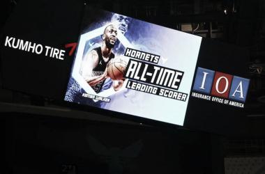 El videomarcador del Spectrum Center, celebrando la hazaña de Kemba | Foto: NBA.com