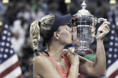 Angelique Kerber lifts the US Open trophy for the first time (Picture from Eurosport)