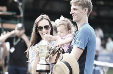 Ex-número 5 do mundo celebrou título com a esposa e a filha (ATP / Divulgação)