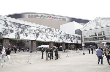 El KeyBank Center antes del partido inaugural frente a Montreal | Foto: Kevin Hoffman/Getty Images