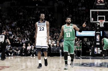 Andrew Wiggins e Kyrie Irving. Fonte: NBA.com/Twitter