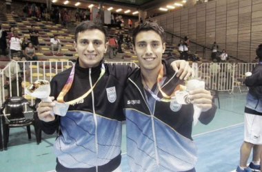 Los hermanos Vaporaki con la medalla de Plata en los juegos Odesur 2014 (Foto: A Dos Toques)