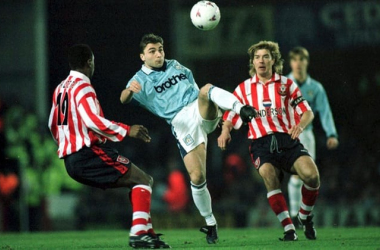Georgi Kinkladze during one of his best performances for Manchester City | Photo: Action Images/The Guardian