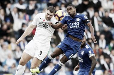 Pereira y Vokes disputan un balón Fuente: Leicester City