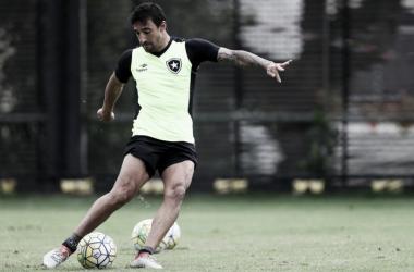 Com time titular indefinido, Botafogo encerra preparação para jogo contra Chapecoense