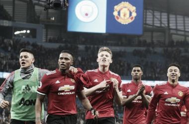 Los jugadores del Manchester United celebrando la victoria ante el City. Fuente:espanol.manutd.com
