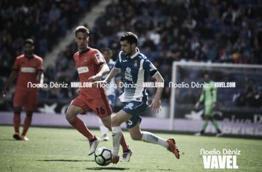 Aarón Martín con el balón ante la Real Sociedad. | Foto: Noelia Déniz