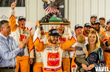 Larson celebrates after the race.BrandonStivers / VAVEL USA