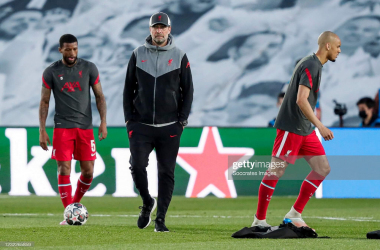 MADRID, SPAIN - APRIL 6: (L-R) Georginio Wijnaldum of Liverpool FC, coach Jurgen Klopp of Liverpool FC during the UEFA Champions League match between Real Madrid v Liverpool at the Estadio Alfredo Di Stefano on April 6, 2021 in Madrid Spain (Photo by David S. Bustamante/Soccrates/Getty Images)