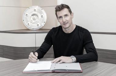 Miroslav Klose será entrenador asistente de Hansi Flick